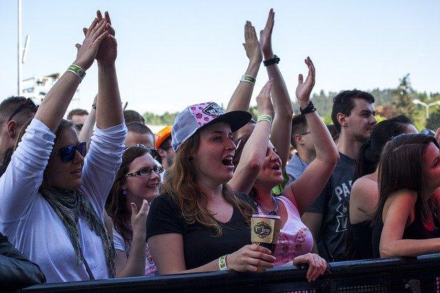 fanoušci na koncertě