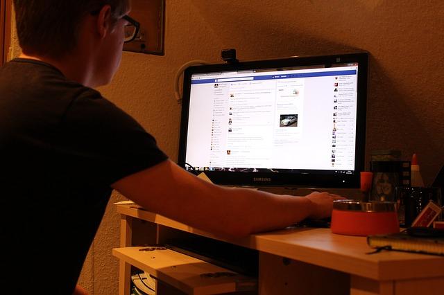 muž u fb