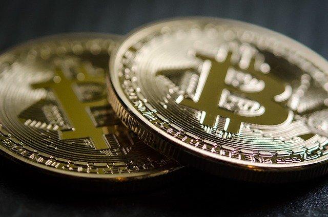 dvě mince bitcoinu.jpg