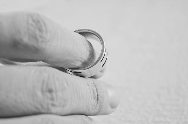 prsty s prstenem