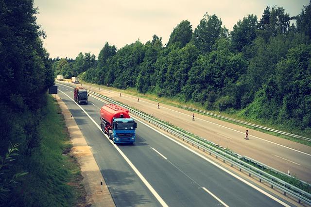 Půjčovna aut v Praze pronajímá vozy na víkendy i na dovolenou